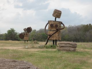 San Antonio - hay people 02
